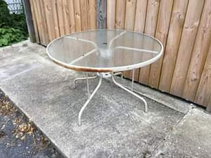 ad outdoor round table with glass top