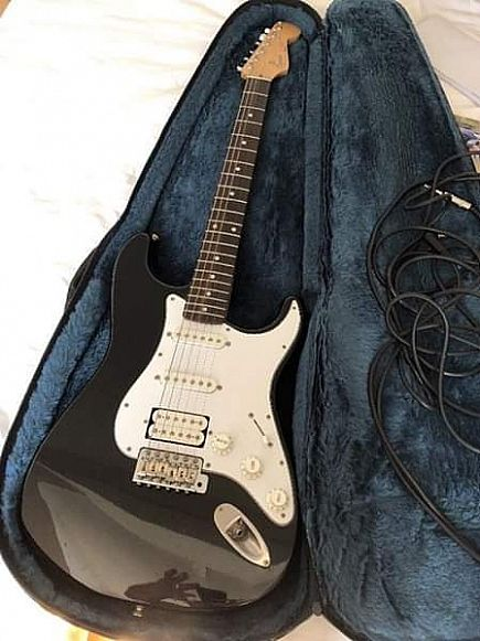 ad fender squier japan stratocaster with case, lead.