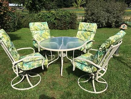 ad beautiful patterened glass top 42in patio table/4chairs with brand new cushions