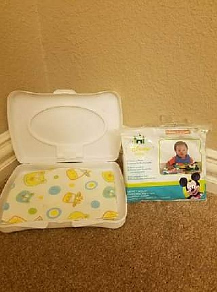 ad disposable table covers and bibs with case