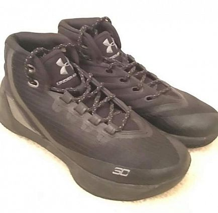 ad youth sz. 5. under armour curry 3 basketball shoes