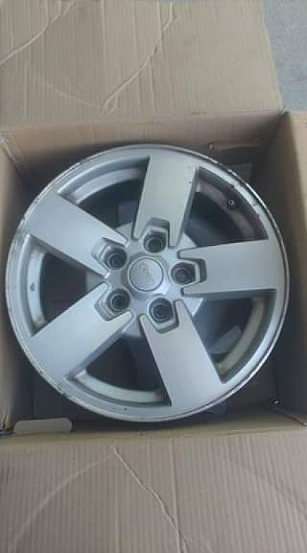 ad 4 17x9 factory jeep commander wheels