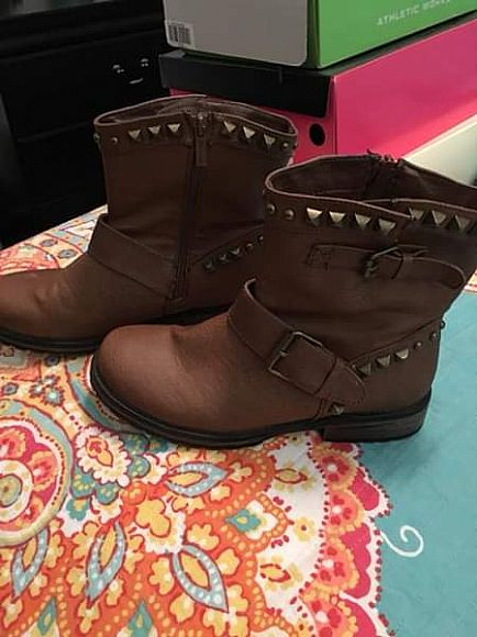 ad studded boots