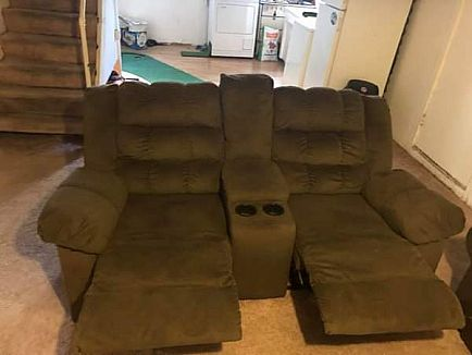 ad 2-seat recliner- like new