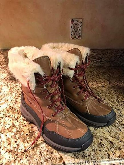 ad clark's winter boots. worn once! size 10