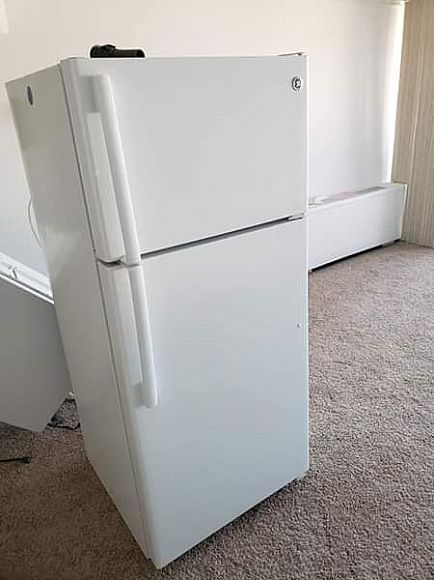 ad ge refrigerator with ice maker white