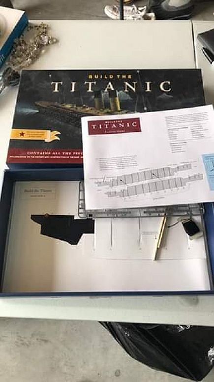 ad pending pick up//buid the titanic paper model