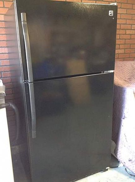 ad 2 yr old kenmore refrigerator (mint like new condition)
