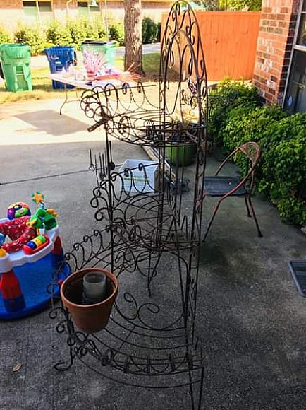 ad iron planter stand/bakers style rack