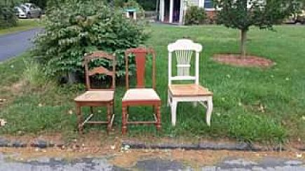 ad curb alert, three free chairs