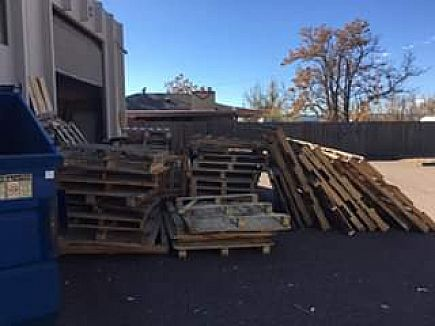 ad free pallets!! come and get them!