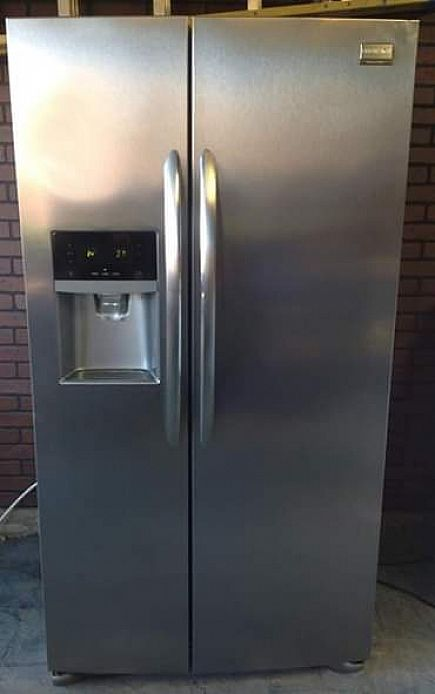 ad 2016 stainless frigidaire gallery edition refrigerator/freezer (excellent condition)
