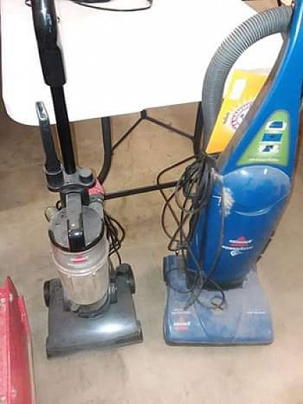 ad choice of bagged or bagless vacuum both work great