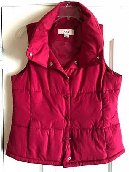 ad size small, pink puffer vest super cute