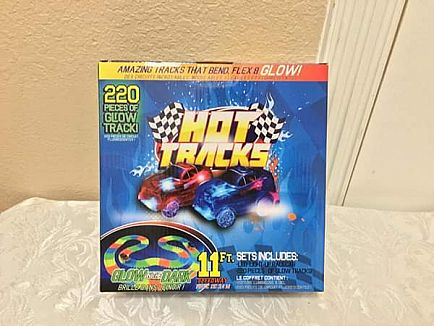 ad new in box! hot tracks glow in the dark tracks and race car!