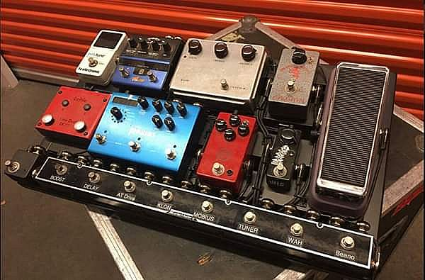 ad complete high end, boutique pedalboard professionally wired & ready to rock.