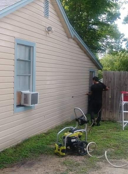 ad pressure washing service for residential homes