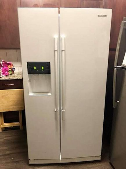 ad samsung side by side refrigerator freezer looks new doesn't cool