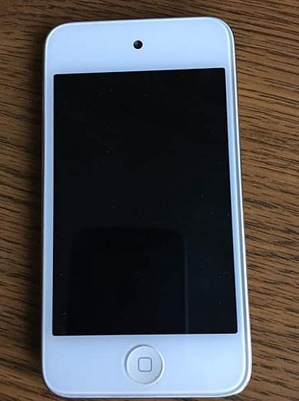 ad white ipod touch 4th generation - 8 gb - a1367