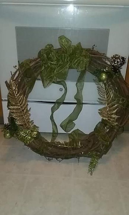 ad large holiday wreath