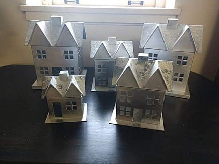 ad 5 houses w snow/glitter roof