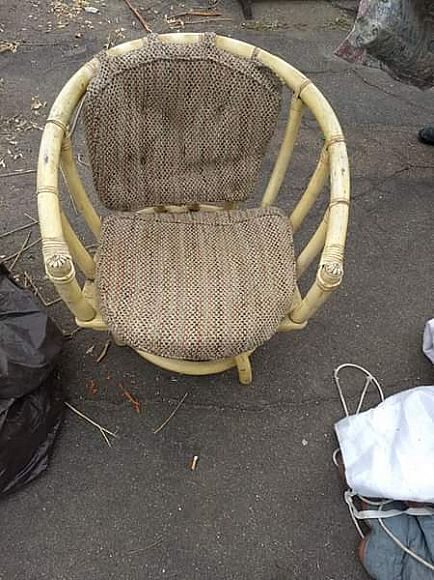 ad vintage table four chairs bamboo? probably from the 40s or 50s. chairs swivel well. dining room