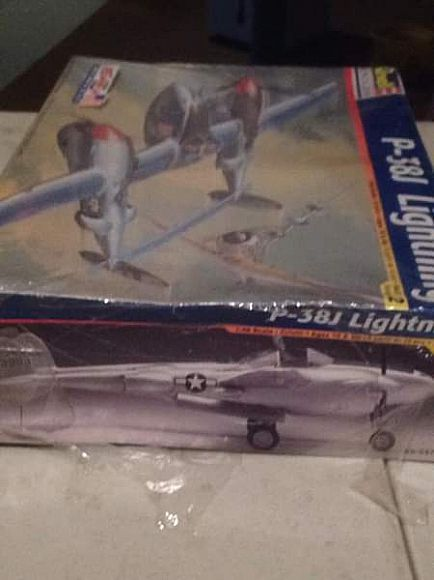 ad revell 1:48 scale model of p-38j lightning plane