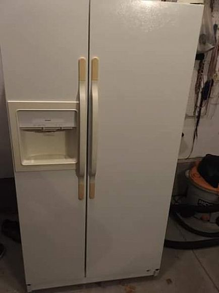 ad hotpoint side by side refrigerator and freezer