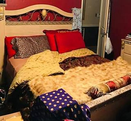 ad queen size bed