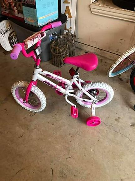 ad 6 barely used bikes boys and girls