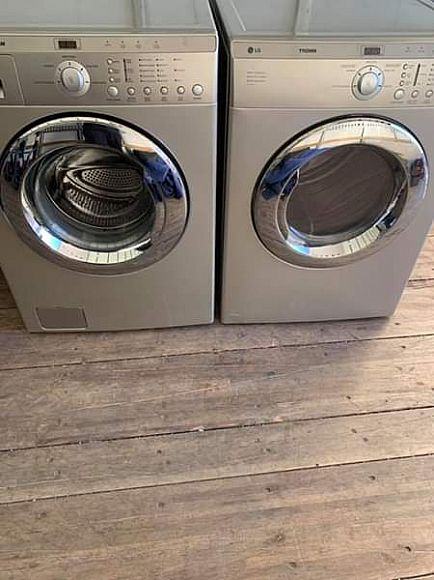 ad silver lg trom front load washer and dryer electric ⚡️ both work great.