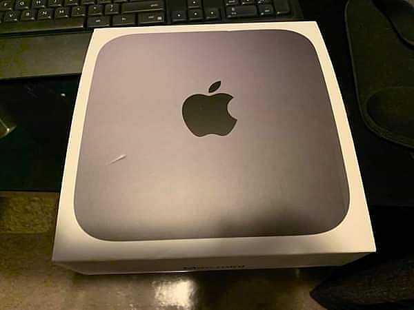 ad 2018 mac mini with monitor, keyboard and mouse.