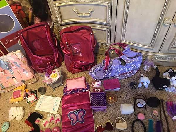 ad lot of 5 american girl dolls, clothes, accessories.