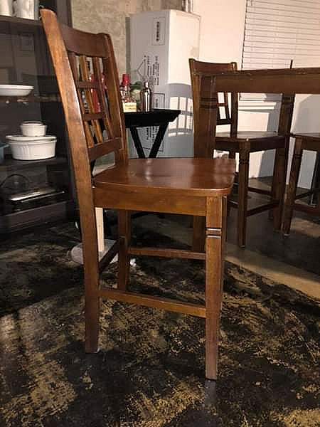 ad kitchen table- high top and 4 chairs